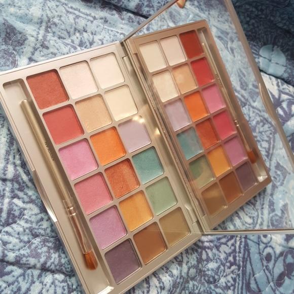 Eyeshadow palette by Kryolan